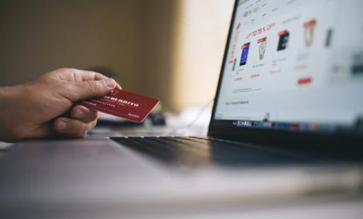 信用卡账单日当天刷卡消费什么时候还款?